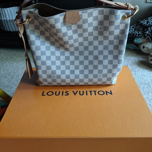 fd38e17b526 Authentic Louis Vuitton Graceful PM